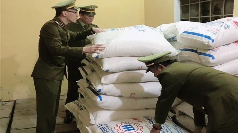 Bắt giữ 2,4 tấn đường kính nhập lậu từ Thái Lan