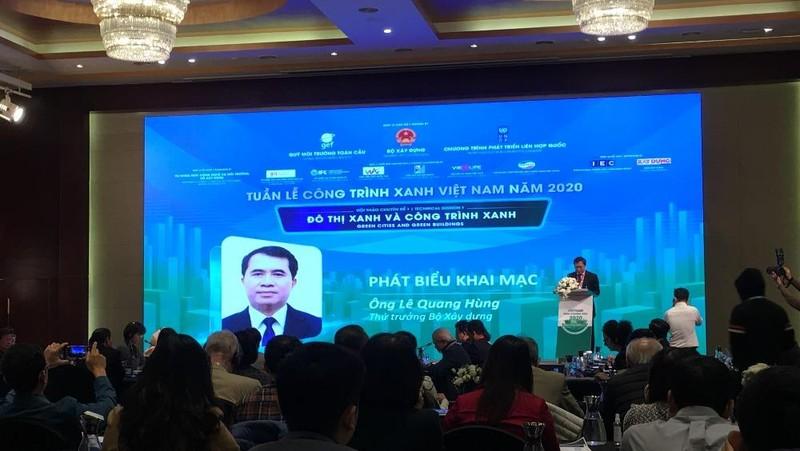Thứ trưởng Bộ Xây dựng - ông Lê Quang Hùng phát biểu tại Lễ khai mạc Tuần lễ Công trình Xanh năm 2020 diễn ra sáng nay 9/12, tại Hà Nội.