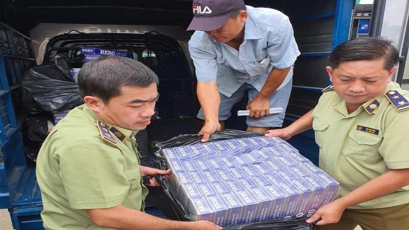 Phát hiện một ô tô tải vận chuyển hơn 2.000 bao thuốc lá điếu nhập lậu