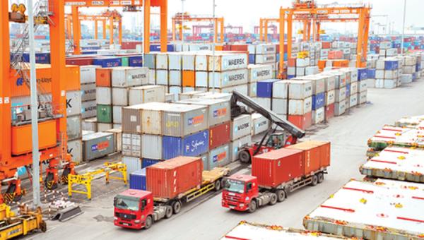 Nửa đầu tháng 12/2020, cán cân thương mại hàng hóa của Việt Nam thâm hụt 883 triệu USD