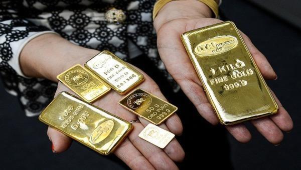 """Vàng SJC trong nước """"đủng đỉnh"""" tăng, cách xa vàng thế giới 2,7 triệu đồng/lượng"""