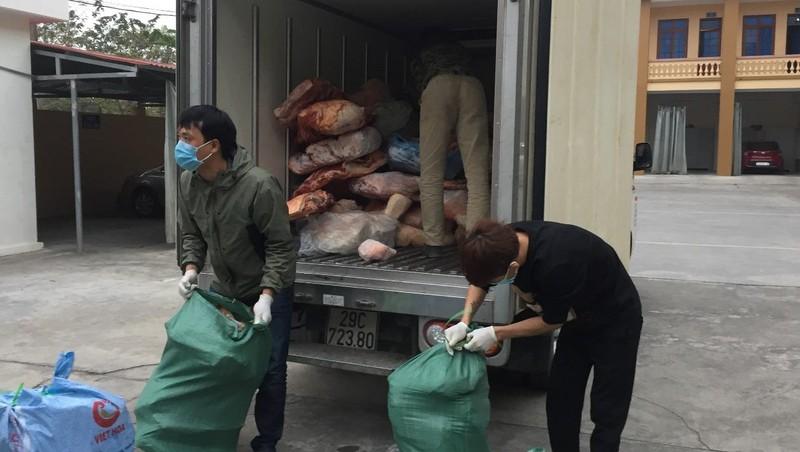 Phát hiện hơn 2 tấn thịt lợn bốc mùi hôi thối đang trên đường đi tiêu thụ
