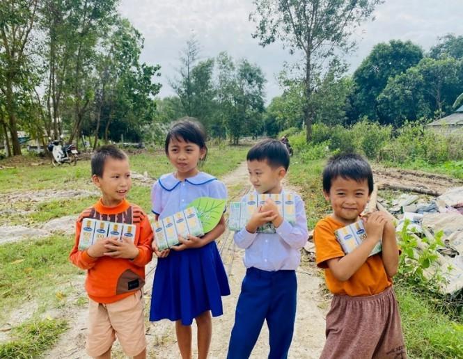 Vinamilk đồng hành cùng Cặp lá yêu thương 'Trao cơ hội đi học, cho cơ hội đổi đời' - ảnh 4