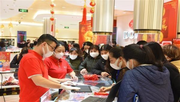 Cảnh đông đúc thường thấy tại các trung tâm, cửa hàng vàng dịp Thần Tài.