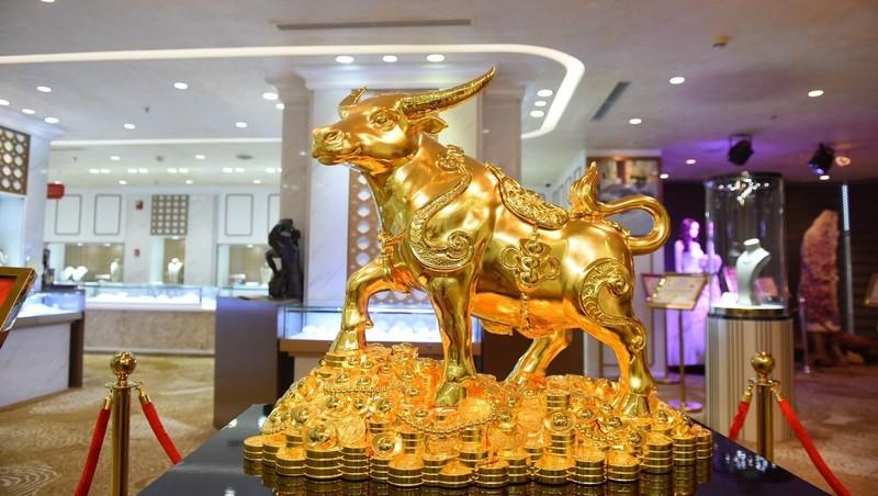 Giá vàng hôm nay 23/2: Thế giới bật khỏi mốc 1.800 USD/ounce, SJC hồi sinh hậu vía Thần tài