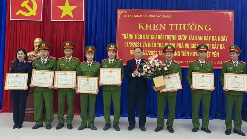 Huyện Việt Yên khen thưởng đột xuất tổ công tác điều tra có thành tích tốt trong đấu tranh phòng chống tội phạm