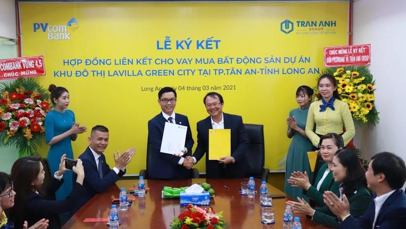 Lễ ký kết hợp đồng hợp tác tài trợ tín dụng giữa PVcomBank và Trần Anh Group.