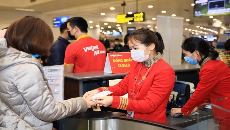 Vietjet dành tặng khách hàng hàng triệu voucher 100.000 đồng và 50.000 đồng.