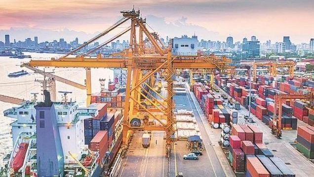 Hoạt động xuất nhập khẩu chuyển động tích cực những tháng đầu năm.