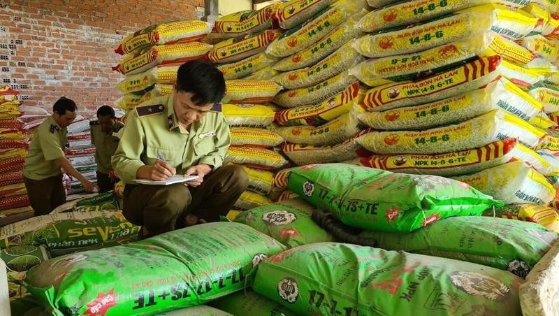Phát hiện trên 3,6 tấn phân bón hết hạn sử dụng tại Gia Lai