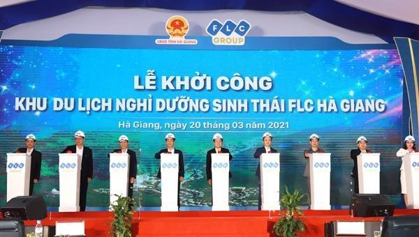 Nguyên Chủ tịch nước Trương Tấn Sang cùng các đồng chí lãnh đạo tỉnh và Tập đoàn FLC ấn nút khởi công dự án.