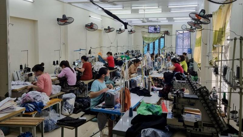 Bên trong cơ sở sản xuất nhiều nhãn hiệu thời trang nổi tiếng.