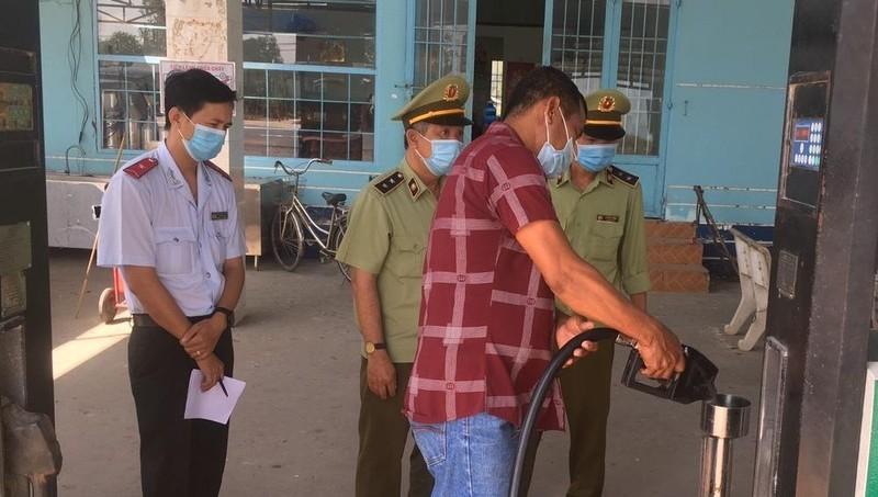 Phát hiện trên 12.000 lít xăng không đảm bảo chất lượng tại Tiền Giang