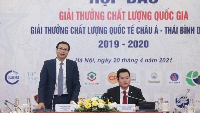 Thứ trưởng Bộ Khoa học và Công nghệ - ông Lê Xuân Định (bên trái) phát biểu tại buổi họp báo.