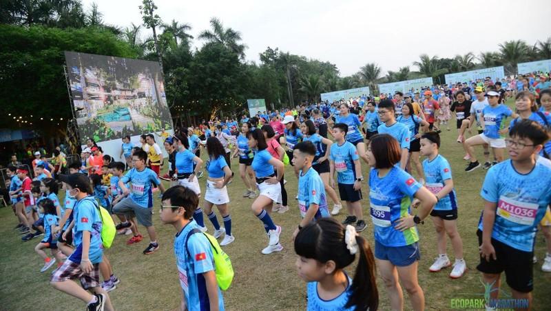 Sáng 21/4, khoảng 500 em nhỏ từ 6 đến 13 tuổi đã tham giải marathon tại Ecoprak.