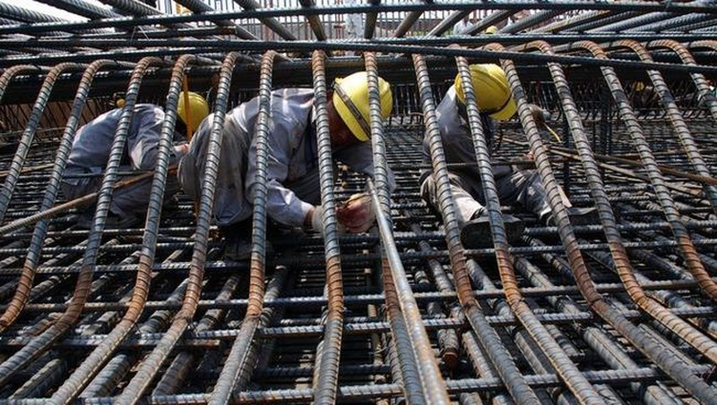 """Nhà thầu xây dựng đứng trước nguy cơ """"vỡ trận"""", phá sản do giá thép tăng đột biến"""