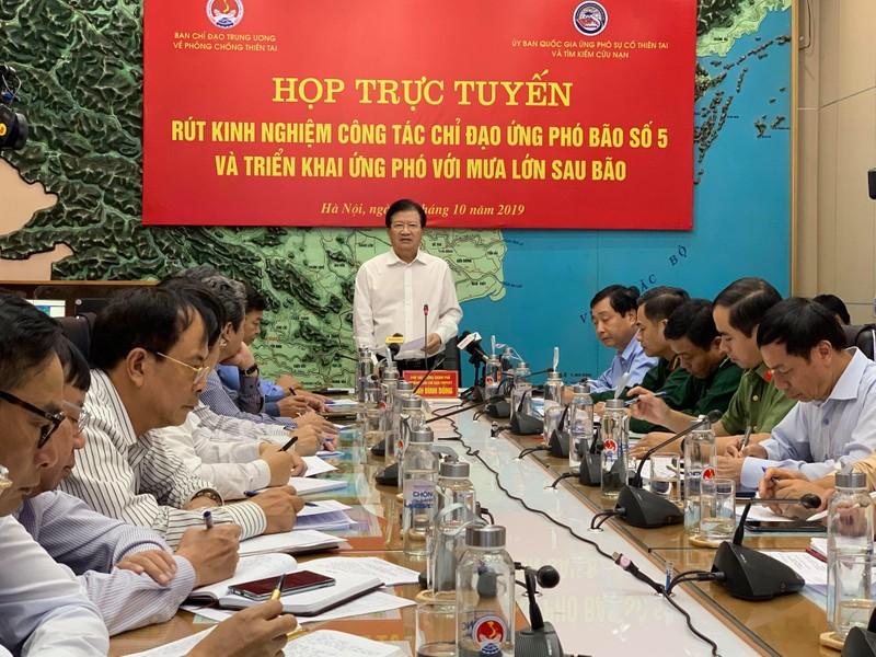 Phó Thủ tướng Trịnh Đình Dũng chủ trì cuộc họp rút kinh nghiệm bão số 5 sáng ngày 31/10