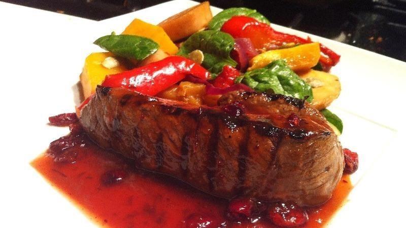 Món ăn từ thịt đà điểu.
