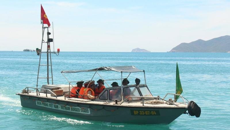 Đồn Biên phòng Ninh Phước phối hợp với các đơn vị tuần tra kiểm soát trên biển.
