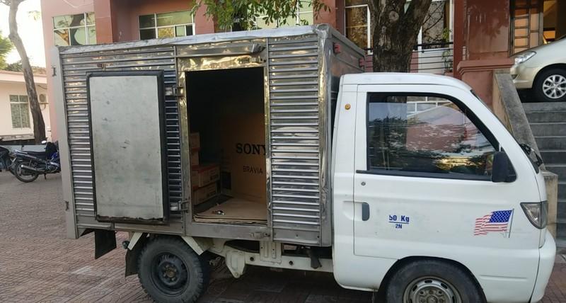Chiếc xe tải 2 đối tượng dùng để đi đến nhiều tỉnh thành lừa đảo.