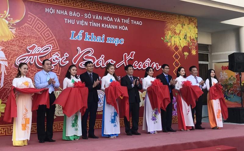 Báo Pháp luật Việt Nam gây ấn tượng mạnh với độc giả tại Hội Báo Xuân tỉnh Khánh Hòa