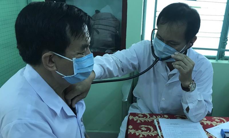 100 nhân viên tuyến đầu chống dịch tại Khánh Hoà tiêm vắc xin phòng Covid-19