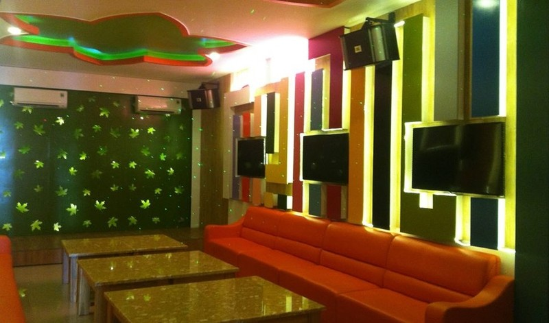 Từ ngày 29/4 các cơ sở kinh doanh dịch vụ vũ trường, karaoke ở Ninh Thuận tạm dừng hoạt động