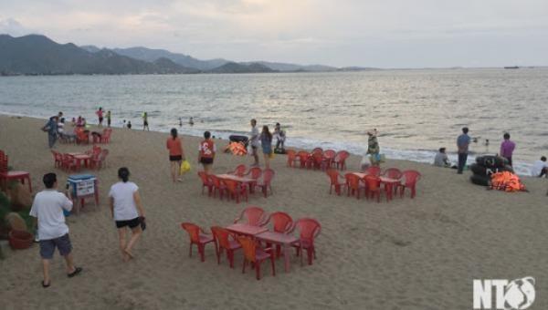 Chủ tịch Ninh Thuận chỉ đạo xử lý dứt điểm tình trạng buôn bán trái phép dưới bờ biển