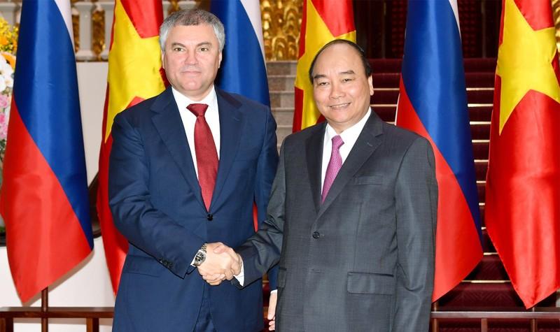 Thủ tướng Nguyễn Xuân Phúc và Chủ tịch Duma quốc gia Nga Vyacheslav Viktorovich Volodin. Ảnh: VGP/Quang Hiếu