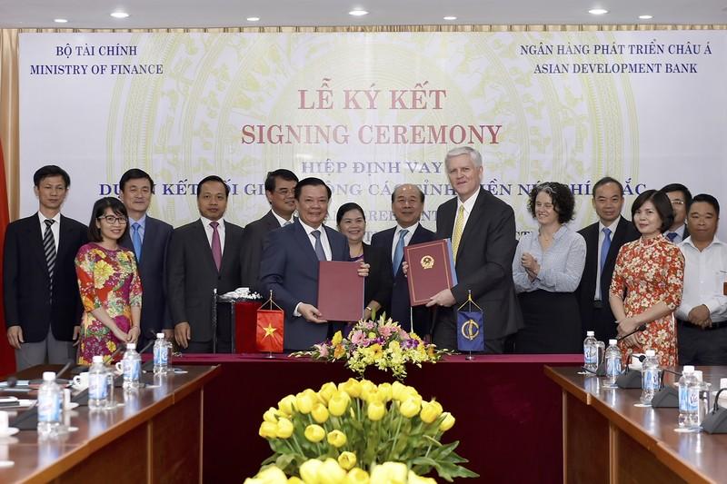 """Lễ ký kết Hiệp định khoản vay  trị giá 188,36 triệu USD cho Dự án """"Kết nối giao thông các tỉnh miền núi phía Bắc"""""""
