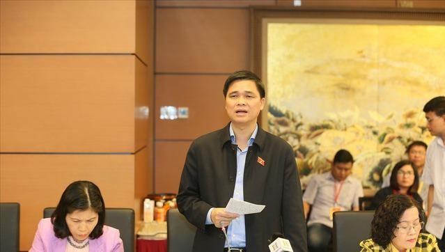 Ông Ngọ Duy Hiểu phát biểu trong một cuộc họp.