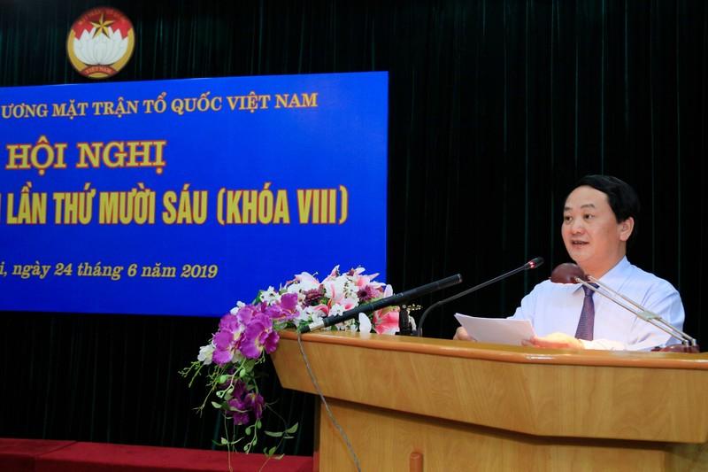 Phó Chủ tịch, Tổng Thư ký Ủy ban Trung ương Mặt trận Tổ quốc Việt Nam Hầu A Lềnh phát biểu tại hội nghị.