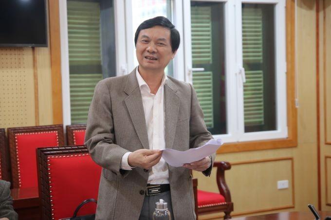 Ông Ngô Minh Tuấn, Tổng Biên tập Tạp chí Xây dựng Đảng, Trưởng ban Thư ký Giải Búa liềm vàng lần thứ IV báo cáo tại cuộc họp.
