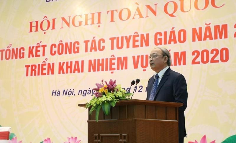 Ông Võ Văn Phuông, Ủy viên Trung ương Đảng, Phó Trưởng ban Thường trực Ban Tuyên giáo Trung ương báo cáo tại hội nghị.