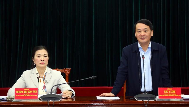 Tổng Thư ký UBTW MTTQ Việt Nam Hầu A Lềnh phát biểu tại cuộc họp.