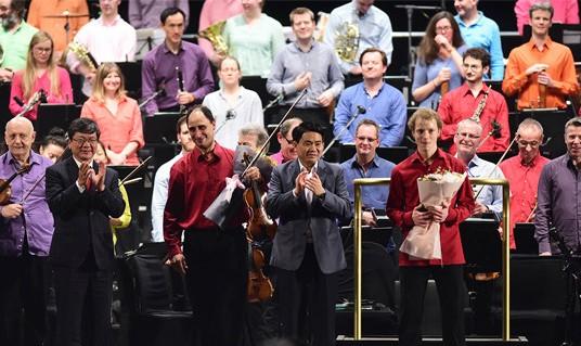 Hàng nghìn người dân được thưởng thức đêm hòa nhạc ngoài trời đỉnh cao