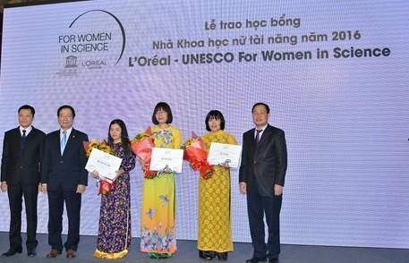 Vinh danh và hỗ trợ tài năng khoa học nữ Việt Nam