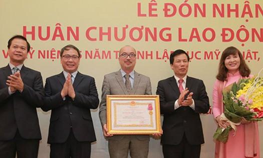 Cục Mỹ thuật, Nhiếp ảnh và Triển lãm đón nhận tặng Huân chương Lao động hạng Nhì