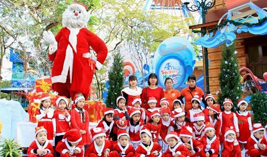 Lễ hội 'Vui Giáng sinh – Chào năm mới 2017' tại Công viên Hồ Tây
