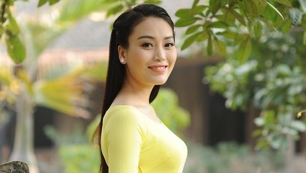 Quán quân Sao Mai Huyền Trang nồng nàn cảm xúc trong MV về quê Bác