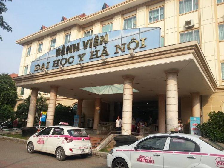 Bệnh viện ĐHYHN nằm trong khuôn viên trường ĐHYHN