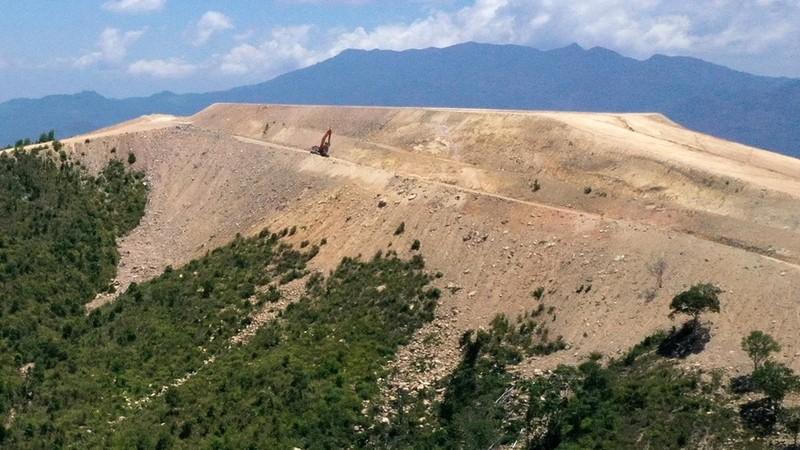 """Ảnh: Núi Chín Khúc bị """"cạo trọc"""" để làm dự án"""