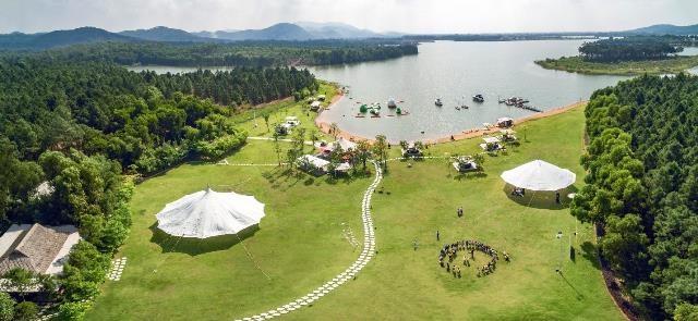 Không gian xanh tự nhiên rộng lớn giúp Flamingo Đại Lải Resort trở thành điểm đến hàng đầu của các đoàn khách du lịch MICE.