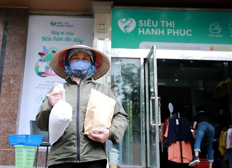Đồng hành cùng siêu thị Hạnh Phúc 0 đồng: IDJ sẻ chia hạnh phúc với người nghèo