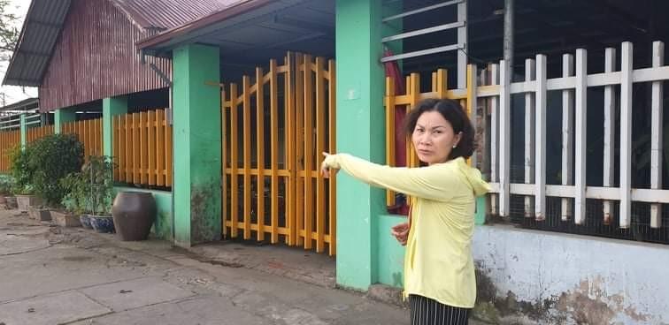 Bà Nguyệt mô tả lại địa điểm nơi diễn ra vụ ẩu đả ngay trước cửa nhà bà Thủy.