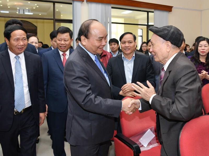 Thủ tướng và các cử tri tại buổi tiếp xúc