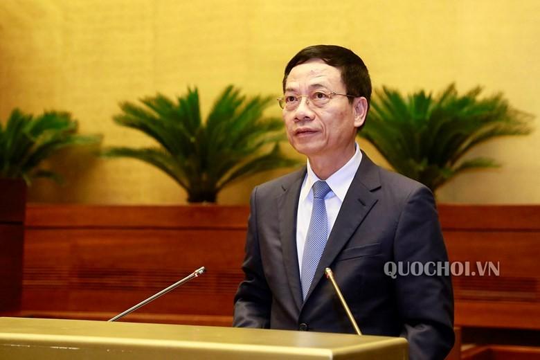 Bộ trưởng Bộ Thông tin và Truyền thông Nguyễn Mạnh Hùng trả lời chất vấn