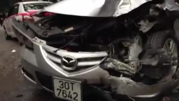 """Tạm giữ lái """"xe điên"""" gây tai nạn ở trung tâm Hà Nội"""