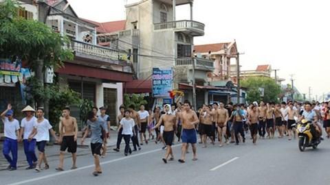 Học viên cai nghiện diễu phố bỏ trốn