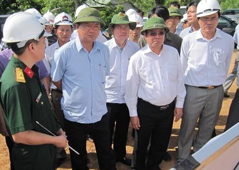 Tự xưng người thân của Bộ trưởng Đinh La Thăng để liên hệ công tác